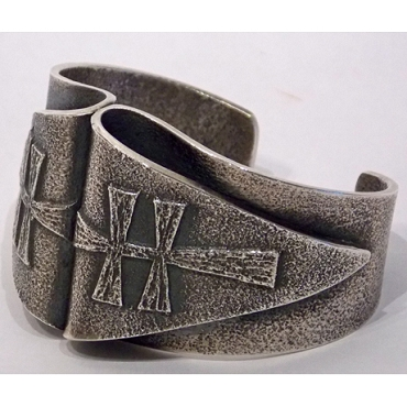 Unusual Tufa Cast Dragonfly Cuff